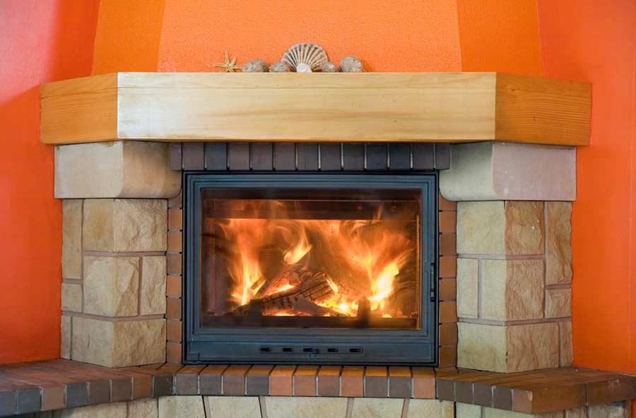 Kaminscheibe reinigen - für eine gute Sicht auf das Feuer